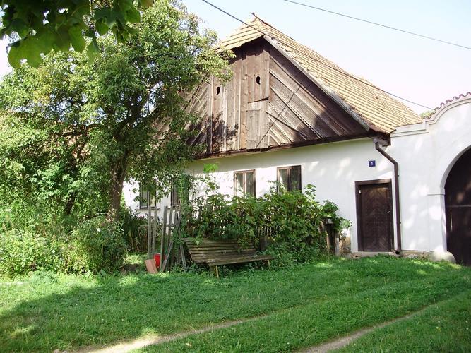 Nejstarší budova obce Sirá